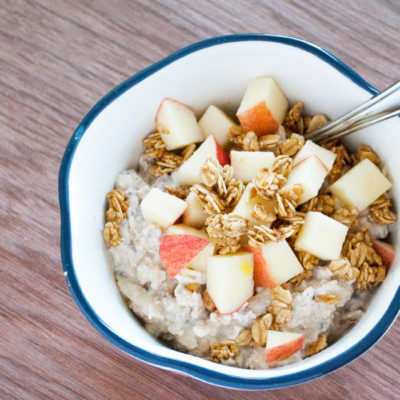 Zajtrk z jabolkom, dišavnicami in ovsenimi kosmiči