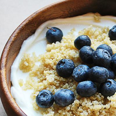 Parfait z borovnicami in kvinojo