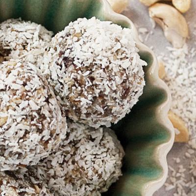 Bouchées protéinées aux dates et à la noix de coco