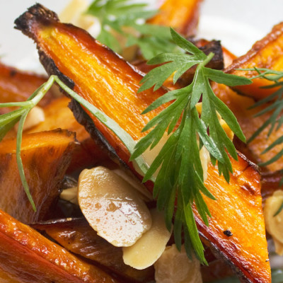 Roasted Carrots with Dill & Tarragon Yogurt Sauce
