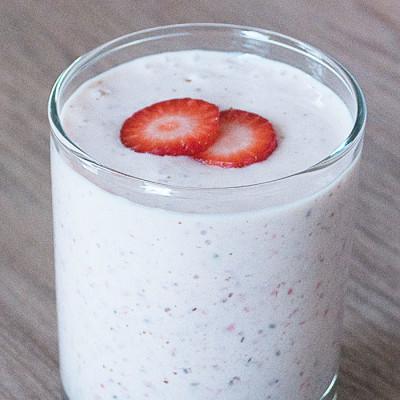 Smoothie au gruau, aux fraises et bananes